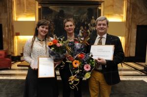 V.l.n.r. Jorinde Vroeijenstijn, Annemarie Koopman en Alexander Geertsema van de Vereniging Leidse Schooltuinen (foto: Corine Zijerveld)